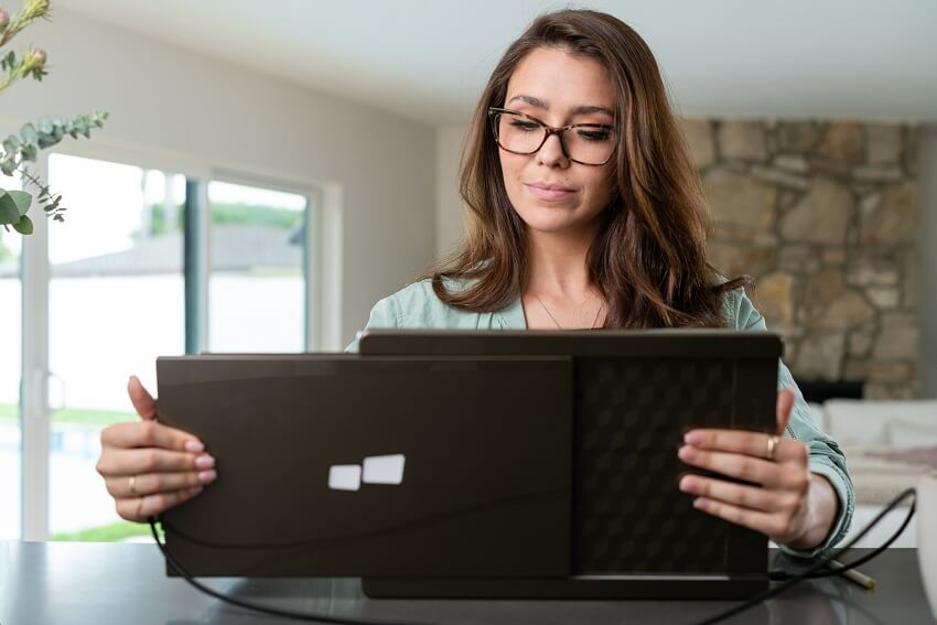 Foldable monitor for Laptops