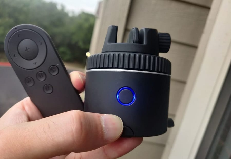 Pivo Pod Review – This Smartphone Mount Tracks You Automatically